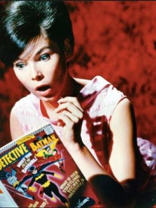 Yvonne Craig in a 1967 publicity photo. Note the coordination of a revamped Batgirl in the comics with Craig's arrival on TV. Photo : Warner Bros.