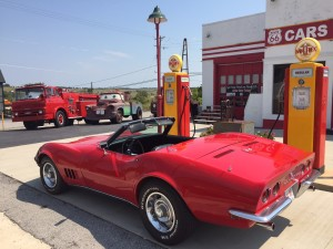 Cars on the Route gas station in Kansas. Photo courtesy of Steve Heineman and Larry Wheat